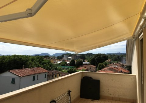 Tenda da sole estensibile a bracci